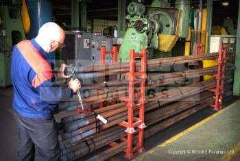 73 - Upset forging 6 meter long blanks